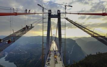 Οι τελευταίες πινελιές σε μια από τις μεγαλύτερες γέφυρες του κόσμου
