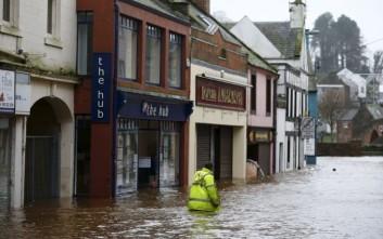 Νέα καταιγίδα σαρώνει τη βόρεια Αγγλία