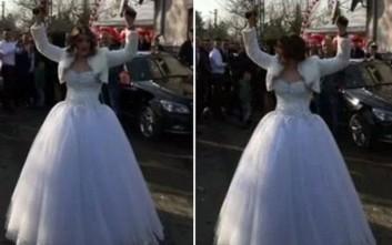 Η νύφη-πιστολέρο!