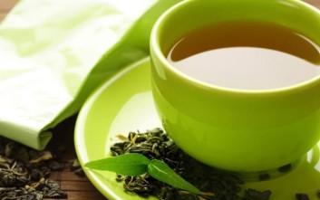 Bever πράσινο τσάι για αποτοξίνωση και μείωση βάρους