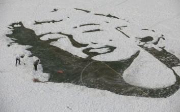 Φοιτητές στην Κίνα δημιουργούν πάνω στο χιόνι
