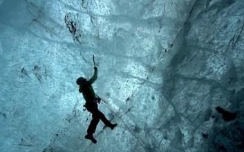 Περιπέτεια σε απόκοσμους παγετώνες και θανατηφόρα παγόβουνα