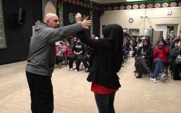 Μουσουλμάνες κάνουν μαθήματα αυτοάμυνας μετά από επιθέσεις μίσους που δέχονται