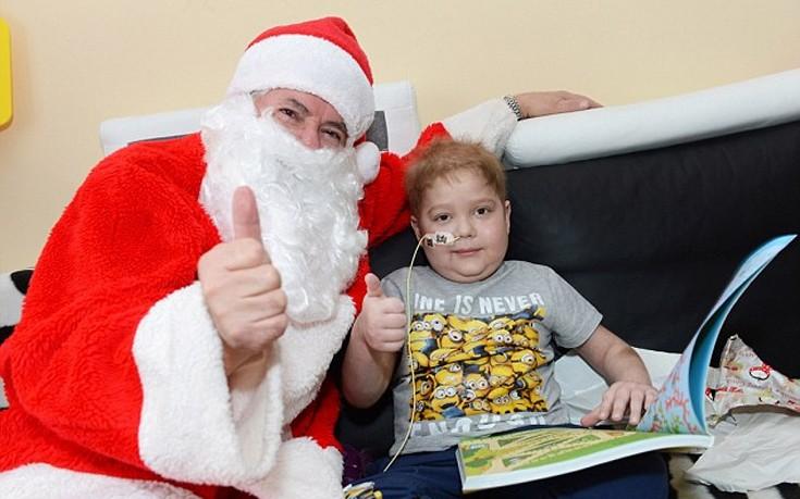 Ο 6χρονος που δεν έχει ποτέ γιορτάσει Χριστούγεννα στο σπίτι του!