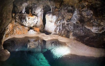 Περιήγηση στο Σπήλαιο των Λιμνών