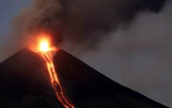 Η συγκλονιστική στιγμή της έκρηξης ηφαιστείου μετά από έναν αιώνα