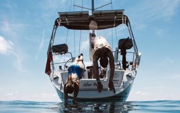 Ζευγάρι τα παράτησε όλα και γυρίζει τον κόσμο με σκάφος