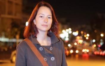 Αποστολάκη: Η Δημοκρατία δεν απειλείται από μια θεατρική σκηνή