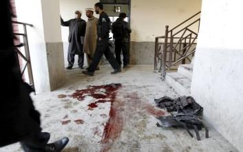 Τουλάχιστον 25 οι νεκροί από την επίθεση σε τέμενος στο Πακιστάν