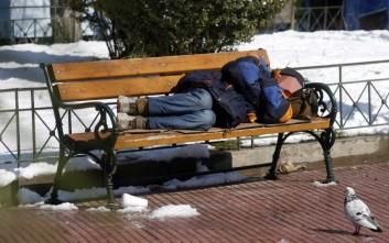 Οι εξηγήσεις του Δήμου Αθηναίων για το λουκέτο σε αίθουσα για άστεγους