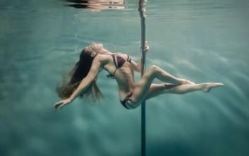 Pole dancing κάτω από το νερό