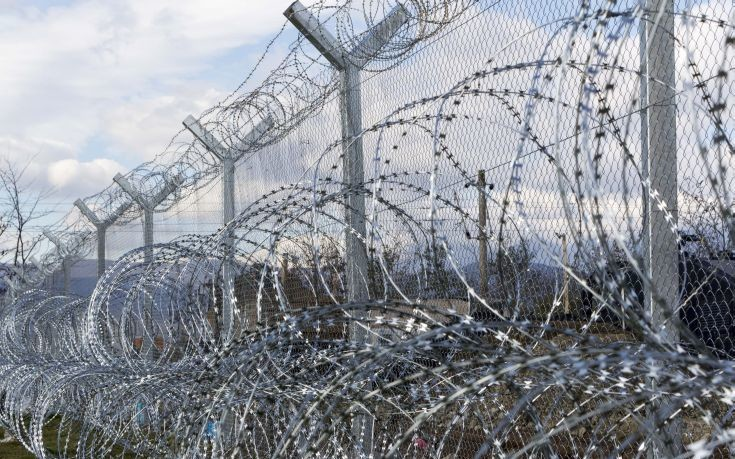 Τα Σκόπια βάζουν και δεύτερο φράχτη στην Ειδομένη