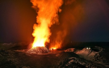 Η μαγευτική και άγρια έκρηξη ηφαιστείου στον Ινδικό