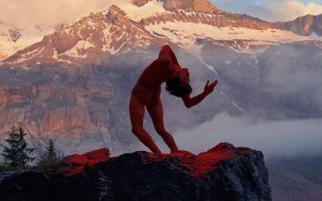 Γυμνοί χορευτές στη φύση