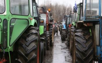 Αγρότες από τα Τρίκαλα κατευθύνονται στο μπλόκο της Νίκαιας