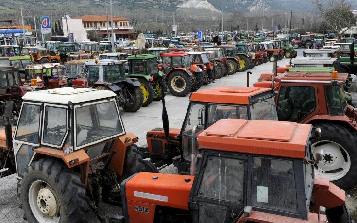 Οργή αγροτών στα μπλόκα με κλιμάκωση κινητοποιήσεων