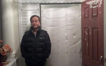 Το χιόνι «έχτισε» την είσοδο σπιτιού στο Νιου Τζέρσι