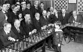 Αξιομνημόνευτα στιγμιότυπα από τον κόσμο του σκακιού