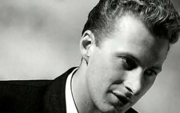 Ο τραγουδιστής του «Wonderful Life» βρίσκεται σε κώμα