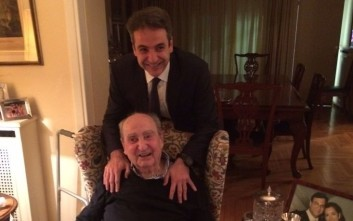 Ο ευτυχής Κωνσταντίνος Μητσοτάκης μαζί με τον Κυριάκο