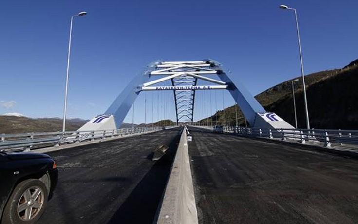 Στην κυκλοφορία η τοξωτή γέφυρα της Τσακώνας