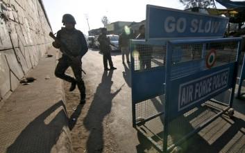 Πυρά στη βάση στην Ινδία που δέχθηκε επίθεση το Σάββατο