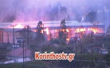 Εικόνες από την πυρκαγιά σε εργοστάσιο στην Κόρινθο
