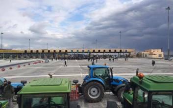 Οι αγρότες άνοιξαν την εθνική οδό στον Ισθμό