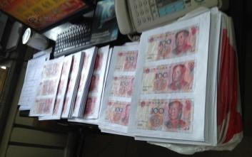 Πώς είναι να συναρμολογείς χαρτονομίσματα αξίας 21.000 δολαρίων που έγιναν κομματάκια