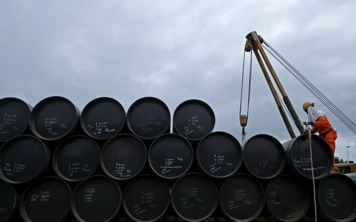 Η Σαουδική Αραβία παγώνει την παραγωγή πετρελαίου