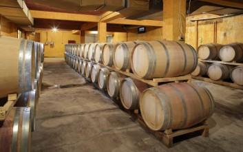 Τι αλλάζει στους φόρους σε κρασί, τσίπουρο, τσικουδιά