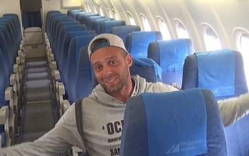Πώς είναι να ταξιδεύεις ολομόναχος μέσα σε ένα αεροπλάνο