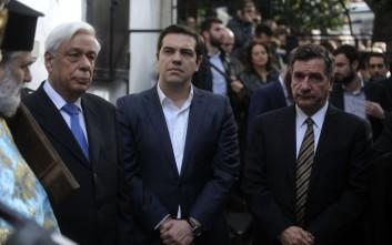 Παυλόπουλος: Το φως να διαλύσει το σκοτάδι της φτώχειας