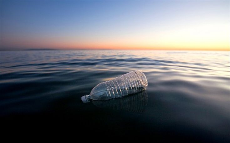 Το 2050 θα υπάρχουν περισσότερα πλαστικά από ψάρια στους ωκεανούς