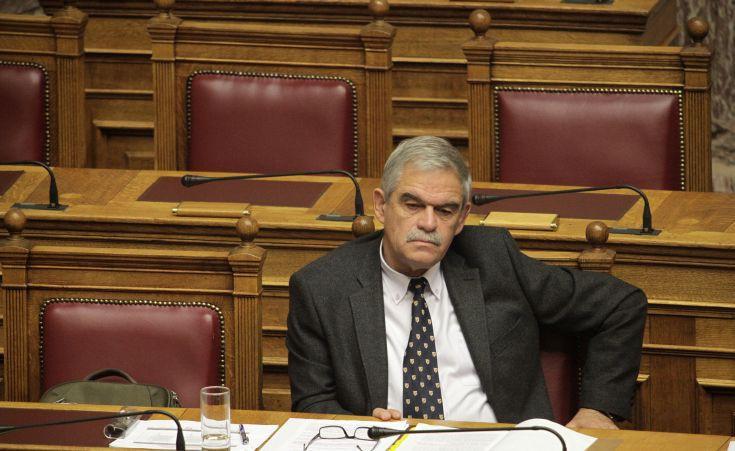 Τόσκας: Απαράδεκτα τα επεισόδια έξω από το υπουργείο