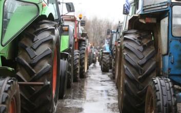 Σκληραίνουν τη στάση τους οι αγρότες στην Τρίπολη