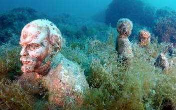 Το υποβρύχιο μουσείο της Κριμαίας με τα σπασμένα αγάλματα