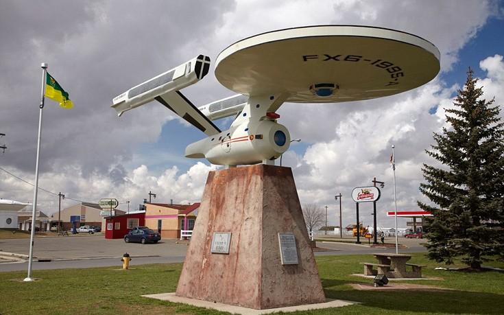 Η μικρή πόλη Vulcan στην Αλμπέρτα του Καναδά φιλοξενεί μια ρέπλικα του διαστημοπλοίου Enterprise προσελκύοντας τους λάτρεις του Star Trek.