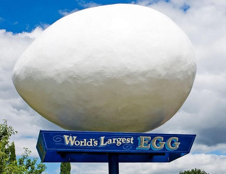 Ανάμεσα στο Σιάτλ και στο Πόρτλαντ βρίσκεται η πόλη Winlock που με το τεράστιο αυγό διατυμπανίζει πως αποτελεί έναν από τους μεγαλύτερους παραγωγούς αυγών στον κόσμο.