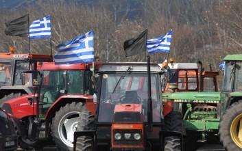 Οι αγρότες κλείνουν τους δρόμους και αποφασίζουν για νέες κινητοποιήσεις