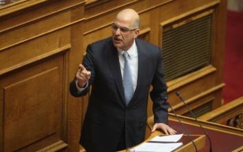 Εξηγήσεις από το υπουργείο Δικαιοσύνης για τη δίκη της Χ.Α. ζητά ο Δένδιας