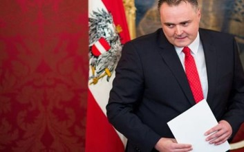 Ο Αυστριακός υπουργός Αμυνας ακυρώνει τον Γιούνκερ