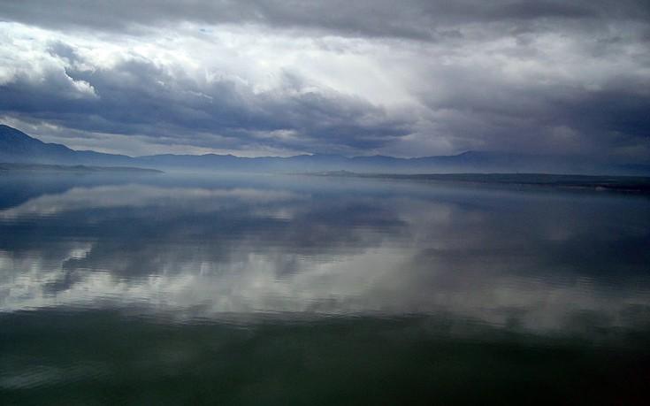 1024px-Polyfytos_lake