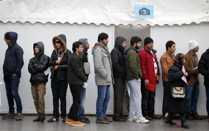 Λιγότεροι αιτούντες άσυλο λαμβάνουν επιδόματα στη Γερμανία