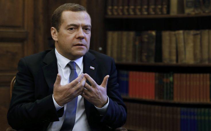 Μεντβέντεφ: Οι αμερικανικές κυρώσεις ισοδυναμούν με κήρυξη οικονομικού πολέμου