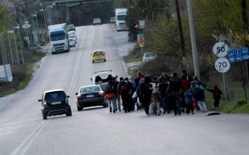 Καθιστική διαμαρτυρία προσφύγων στα Τρίκαλα