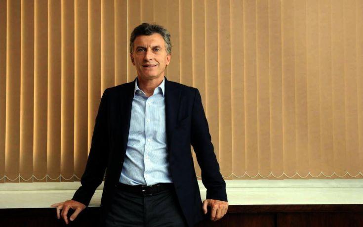 Ο Μάκρι προσπαθεί να καθησυχάσει τους φόβους για την οικονομία της Αργεντινής