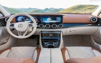 Mercedes με χειριστήριο αφής στο τιμόνι