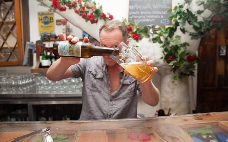Πώς να σερβίρετε σωστά τη μπύρα όπως ένας Γερμανός