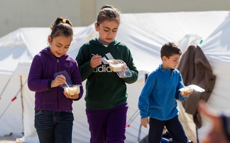 Αίθουσες διδασκαλίας σε hotspots και σχολεία για την εκπαίδευση των προσφυγόπουλων
